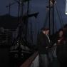 Schöne Kulisse für ein Gläschen Wein: der abendliche Sandtorhafen vor der Silhouette der Elbphilharmonie.