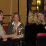 Nach den vielen Eindrücken und gehörten Geschichten lassen die Gäste den Abend im gemütlichen Get-together an der Hotelbar ausklingen.