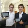 Patrick Christ und Marc Bickel von Demoskopia haben Tablets mitgebracht, um ihr Patientenbefragungssystem live zu demonstrieren.