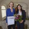 Glückliche Gewinner des 1. Platzes: Dr. Simone Wesselmann (links) und Dr. Anna Winter von der Deutschen Krebsgesellschaft.