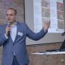 Nils Seebach von der eTribes Framework GmbH referiert zum Healthcare Innovation Weekend.