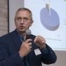 """Prof. Dr. Oliver Schöffski von der Universität Erlangen-Nürnberg präsentiert den berufsbegleitenden Fernstudiengang """"Master in Health and Medical Management""""."""