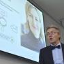 """Dr. med. Hansjörg Becker von der INSITE – Interventions GmbH referiert über die Vorzüge des """"Lotsendiensts Psychische Gesundheit""""."""