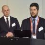 """Felix Weißer (links) und Tobias Schneider stellen gemeinsam Ihr Konzept zur """"Fallbezogenen Materialerfassung"""" vor."""