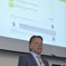 Herr Dr. med. Dominik Deimel erläutert das Konzept connectpartner zur sicheren und einfachen Kommunikation im Entlassmanagement.