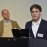 Herr Björn Moeller (links) und Herr Konrad Fenderich stellen das Konzept des Young Lions Gesundheitsparlaments vor.