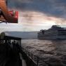 Leider antwortet die AIDA nicht auf unsere Schiffströte, was sicherlich nicht an der mangelnden Lautstärke lag. Immerhin: Das Kreuzfahrtschiff, das uns als nächstes begegnet, wird unseren Gruß erwidern!