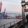 Nachdem wir die Hamburger City passiert haben und bis nach Blankenese gefahren sind, geht es auch noch einmal in den Container-Hafen.