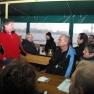 Begrüßt werden wir von der Kapitänin - sie erzählt etwas über das mehr als 100-jährige Schiff.