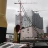 ... doch kaum haben wir den Traditionsschiffhafen verlassen, klart das Wetter auf, und die Schönheiten des Hafens lassen sich auch vom offenen Deck aus genießen.