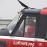 Blick ins Cockpit kurz vor dem Abheben: Der Rettungshubschrauber muss gleich zu einem Einsatz.