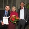 Die Gewinner des zweiten Platzes Hubert Forster (links) und Christina Crook von der Techniker Krankenkasse mit dem Schirmherrn Prof. Dr. Heinz Riesenhuber