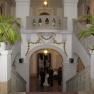 Treppenaufgang und Foyer des Kaiserin Friedrich-Hauses. Das Gebäude wurde im Jahr 1906 im Neobarockstil zur Förderung der ärztlichen Fortbildung erbaut.